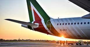 Alitalia paga mezzo stipendio