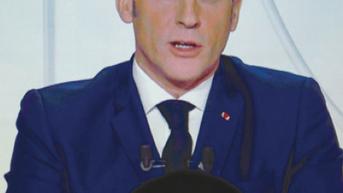 Macron, pugno duro con i migranti