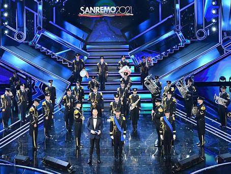 Sanremo 2021, stasera la finale. La serata si apre sulle note dell'Inno di Mameli