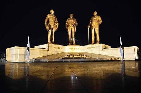 Three Dikgosi Monument.JPG