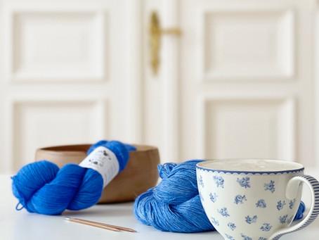 Design getüftel und blauer Donnerstagskaffee