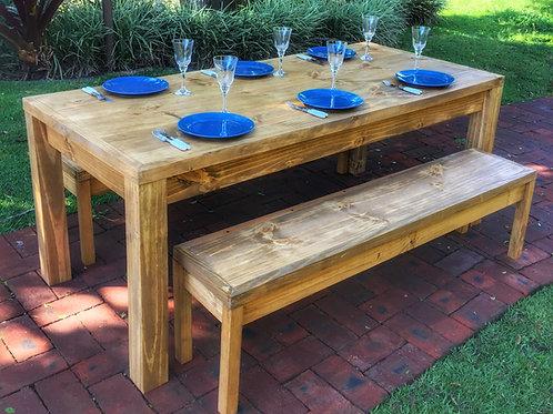 Mesa reta 1,60 x 0,90, em madeira