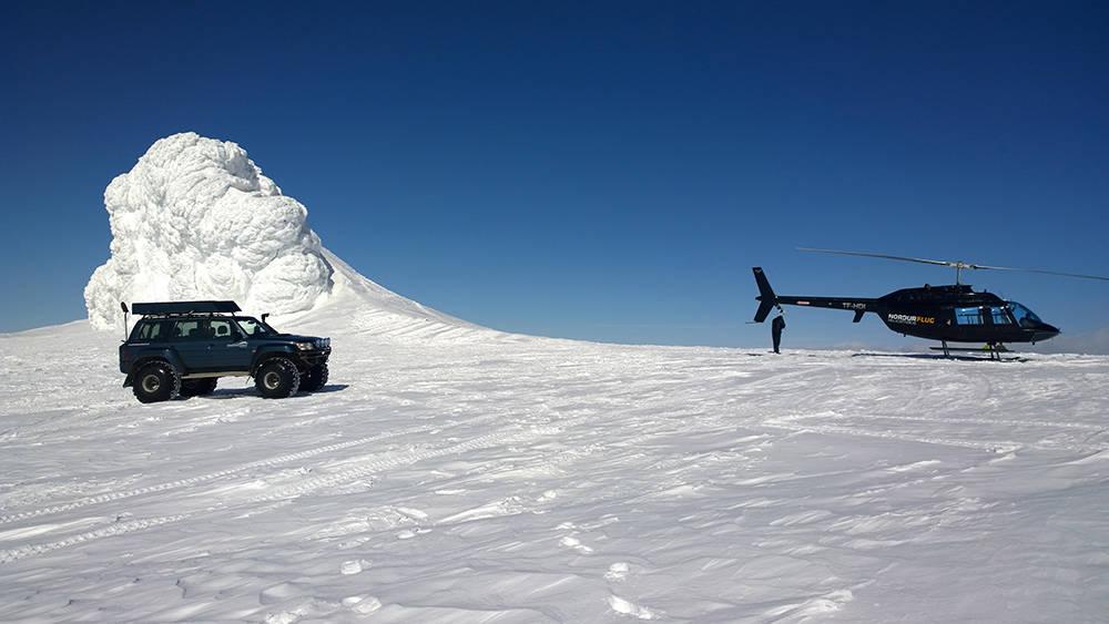 eyjafjallajokull-superjeep-helicopter.jp
