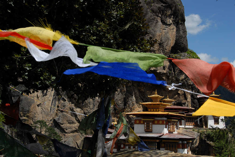 Hi_070691_44080223_Flags_Taktsang.jpg