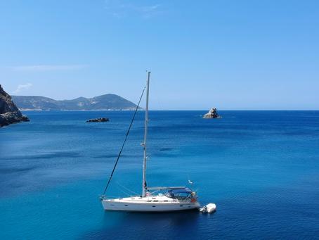 Um barco para chamar de seu (na Sardenha ou em Córsega).