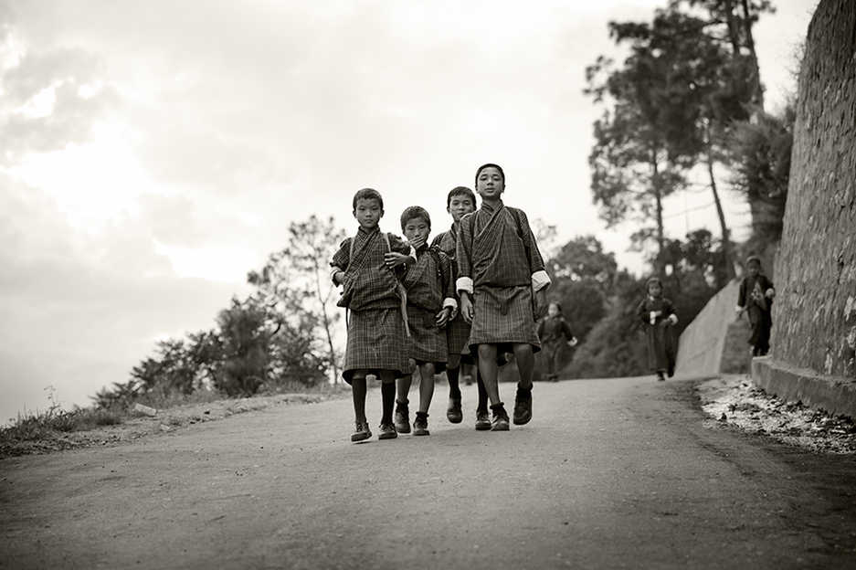 49329656-H1-Children_on_way_home_from_sc