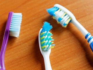 Qual a importância em trocar de escova de dentes periodicamente