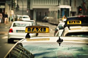 Heb je moeite met het regelen van je vervoer? Dan kan een Wmo-taxipas een oplossing voor je zijn