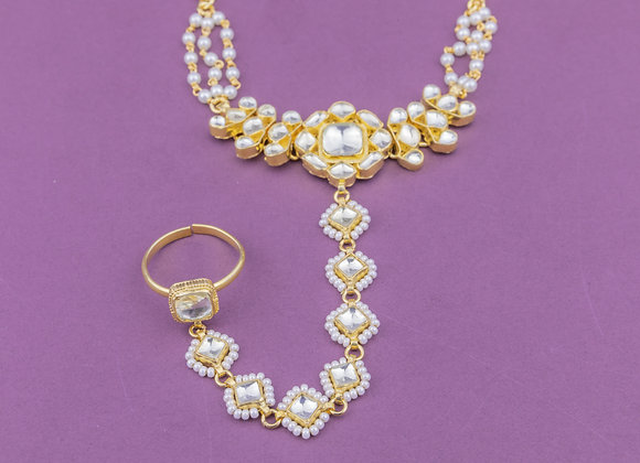 Statement Pearl Flower Hand Harness