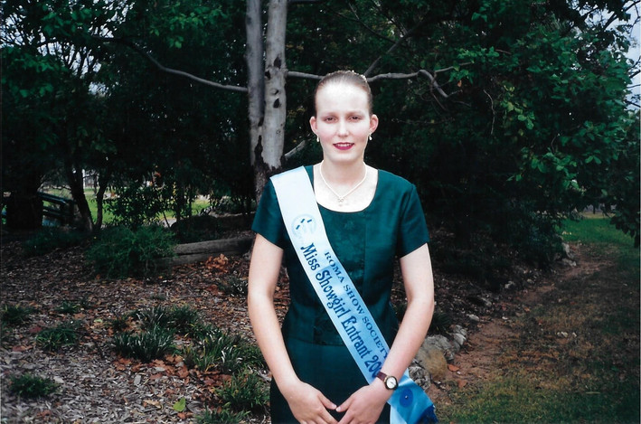 2000 Miss Showgirl Entry - Photo-page-00