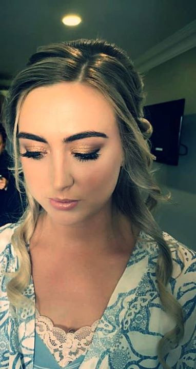 When a gold smokey eye is everything 👌�