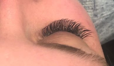 Lash extensions 🤗 and yup I'm still wor