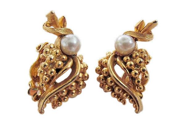 Vintage Lisner Gold Pearl Earrings