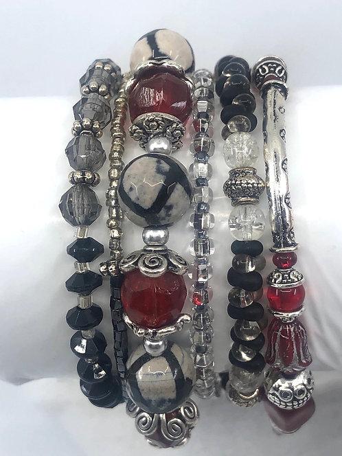 Collection rouge, noir et argenté.
