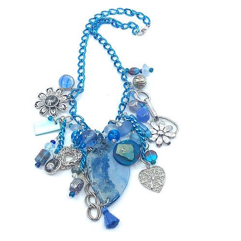 Amalgame fleuri de bleu