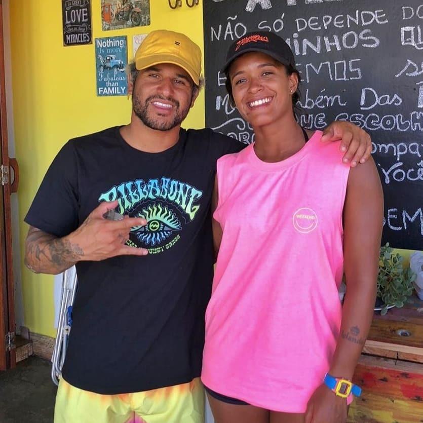 A surfista Júlia Santos e o surfista Ítalo Ferreira.