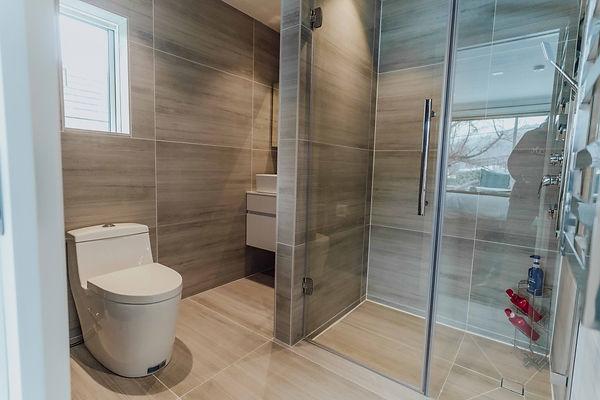 large bathroom wide and low.jpg