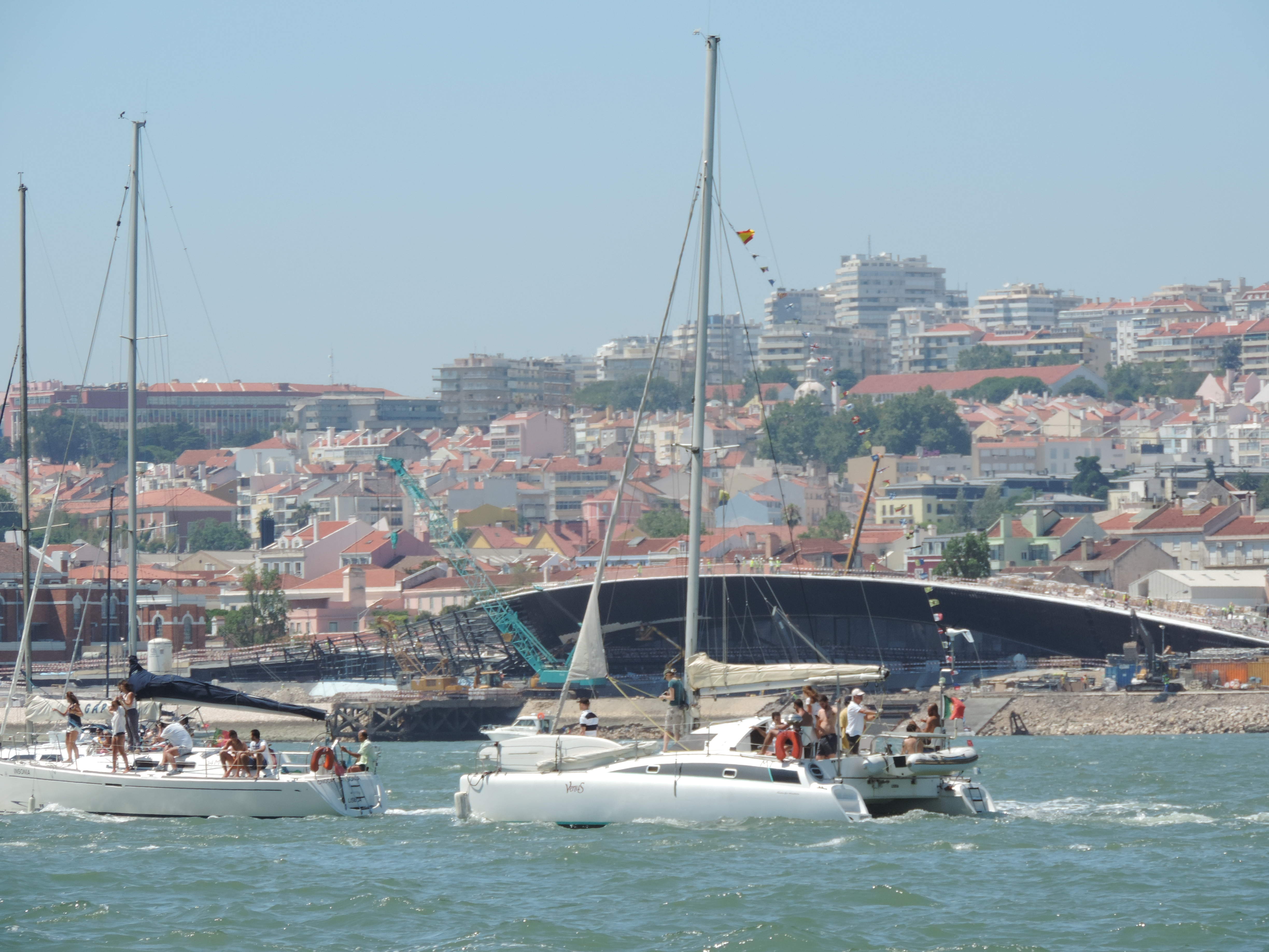 Catamaran for small groups