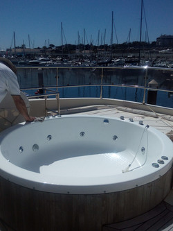 Jacuzzi on the yacht in Cascais