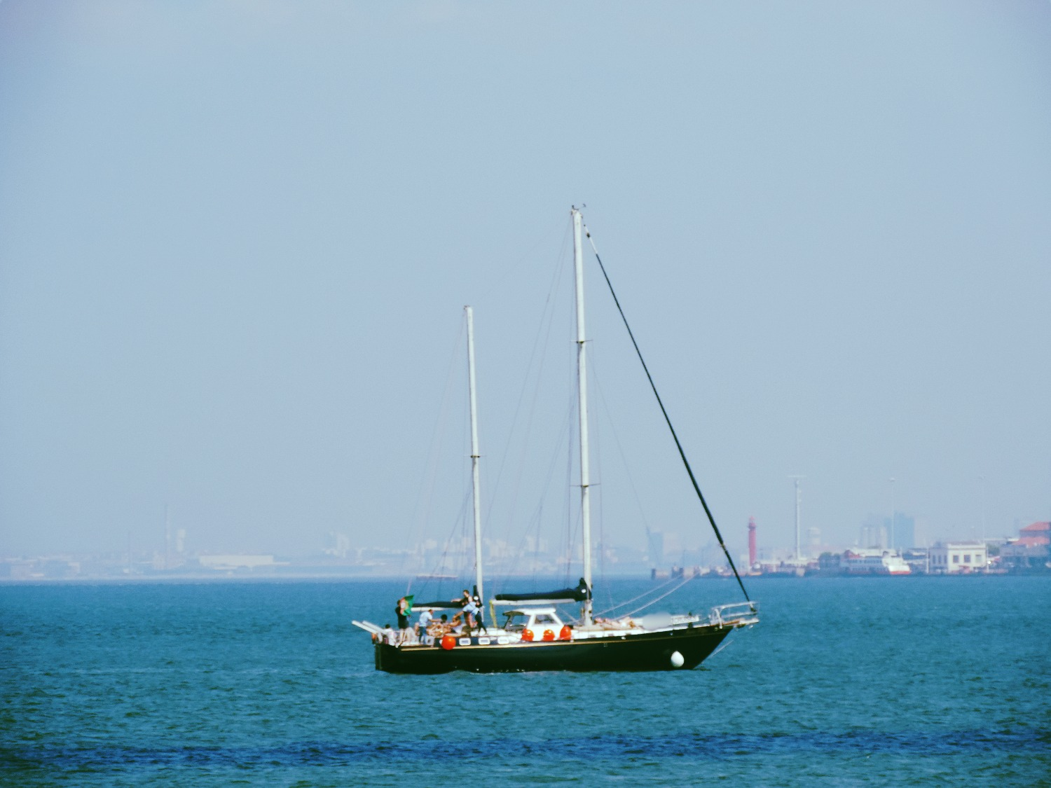 16 persons Sailing in Lisbon Coast