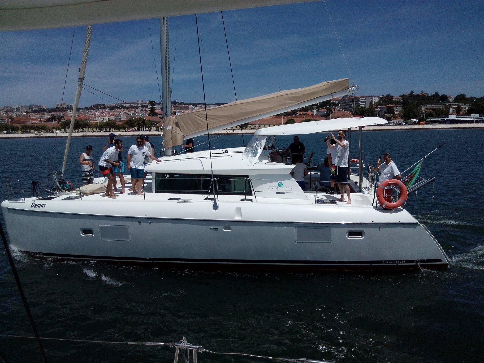 Catamaran 14 mts
