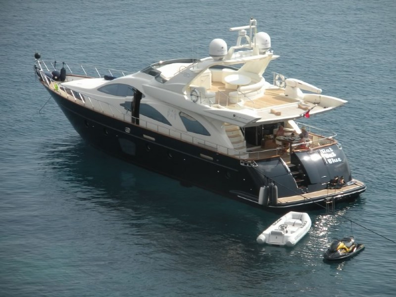 Luxury yacht Azimut 80' in Cascais