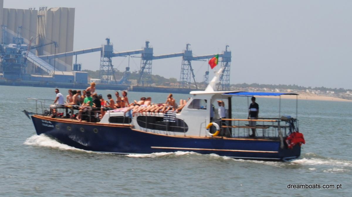 Barco Clássico a motor