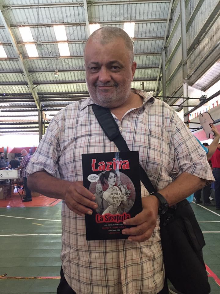 José M Reyes con su copia de Laziva