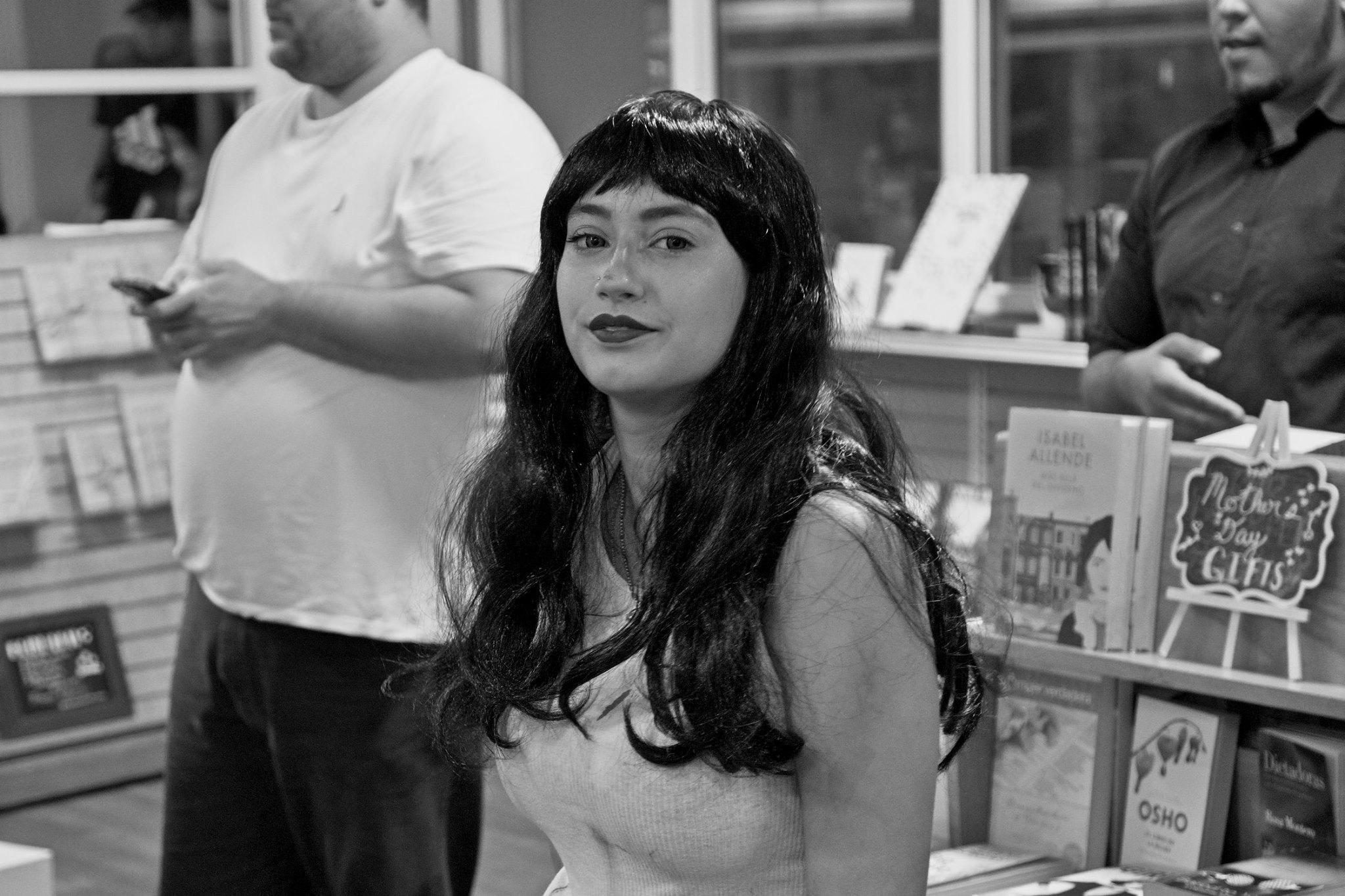 Laziva durante el Encuentro de Artistas de Cómics en The Bookmark.