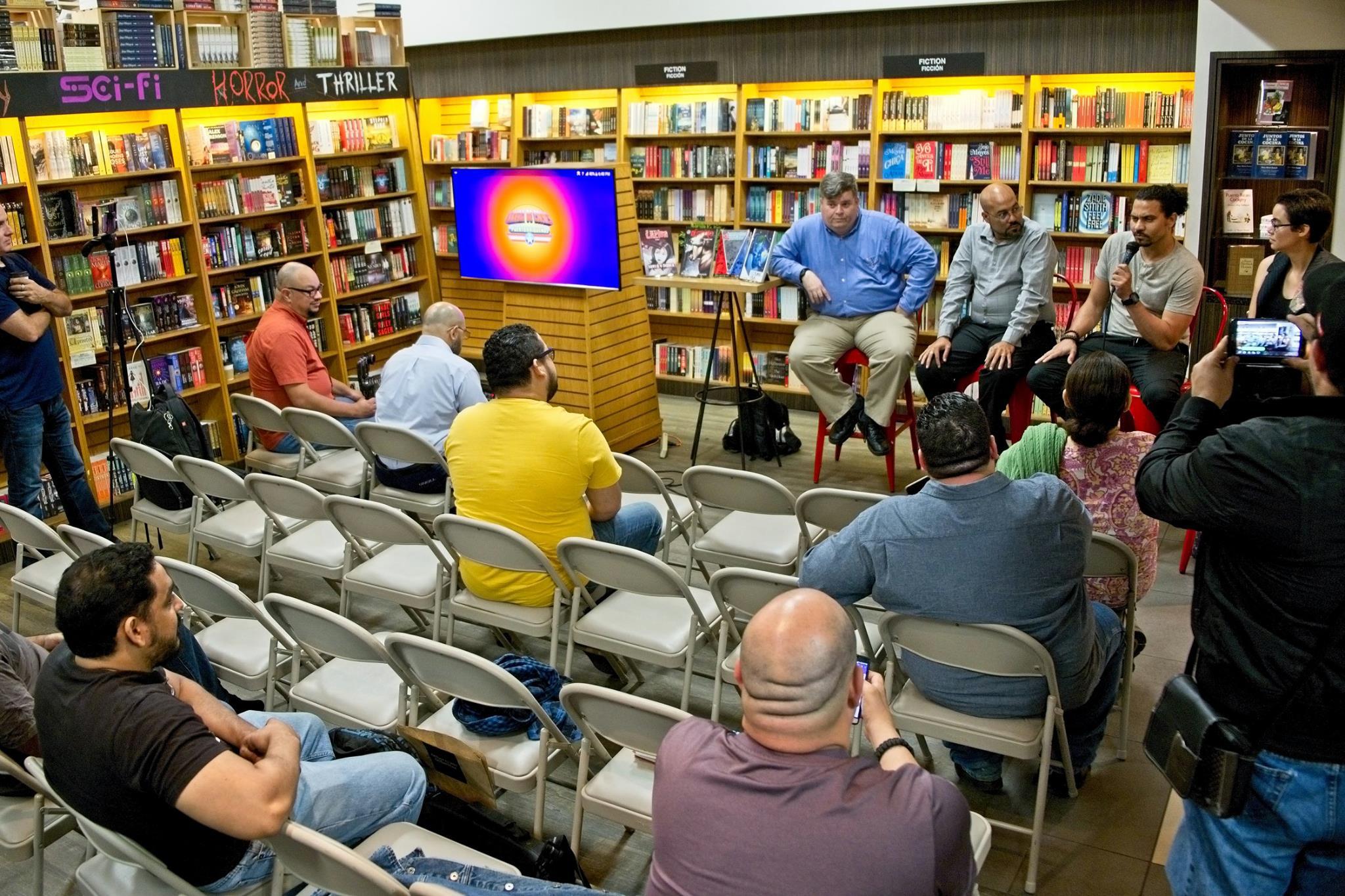 Durante el Encuentro de Artistas de Cómics en The Bookmark.