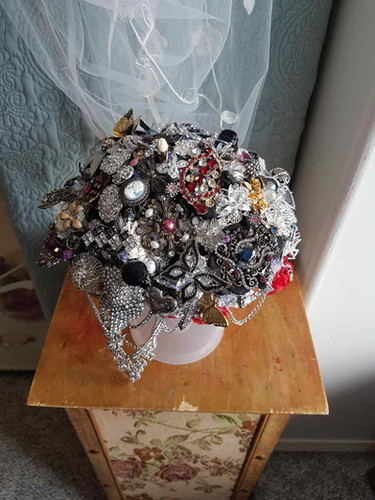 Amanda Jensen (Vooys) brooch bouquet.jpg