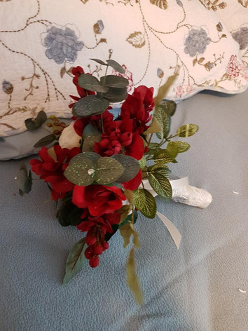 Baillie's throw away bouquet .jpg