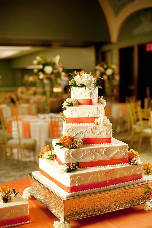 Traditional cake stand