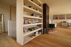 Bücherregal und Ofen OG