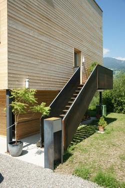 Eingangstreppe mit Briefkasten