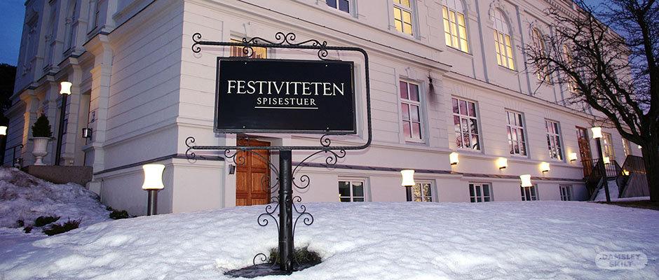 Nostalgisk smijernsskilt hos Festiviteten i Sarpsborg