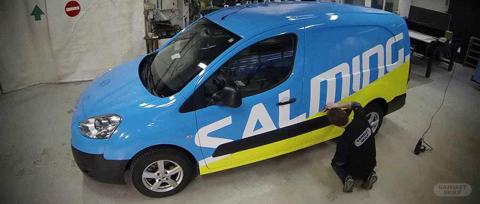 Harald helfolierer bilen til Salming Norge