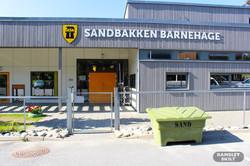 Sandbakken barnehage fasadeskilt