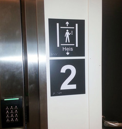 UUTB markering av heis og etasje