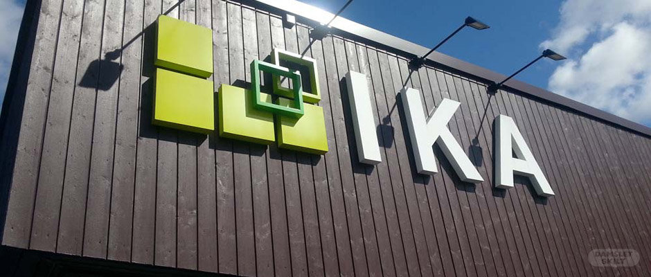 Fasadeskilt på bygg hos Ika