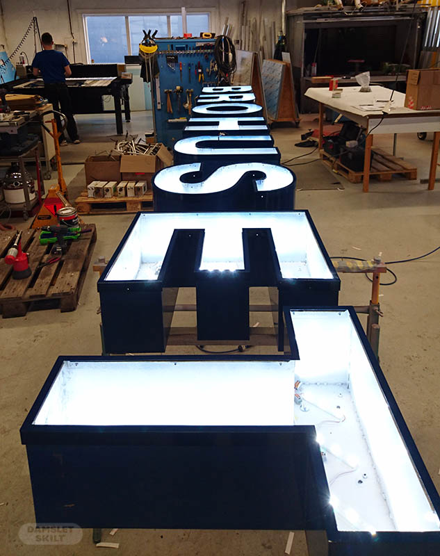 Lysbokstaver har fått nytt lys