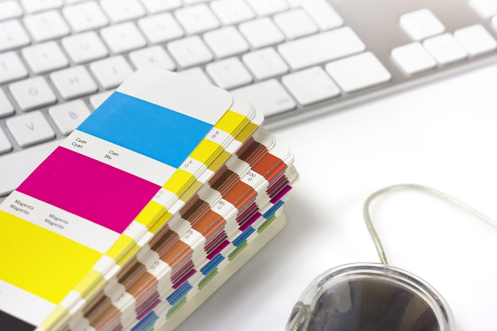 Tastatur, fargevifte og mus