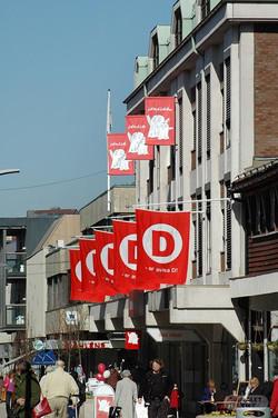 Reklameflagg på vegg