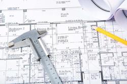 Byggtegning, blyant og målestokk