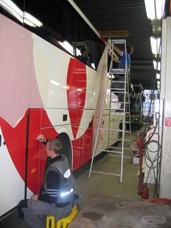 Montering av Veolia bussdekor
