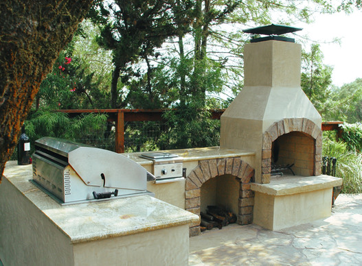 Outdoor Kitchen with Patio