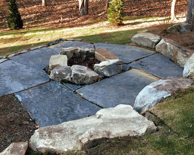 Boulder Firepit with Stone Slabs