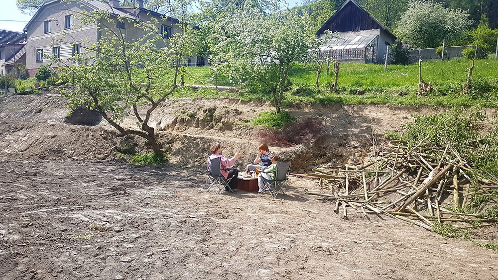 Picnic in the ruins