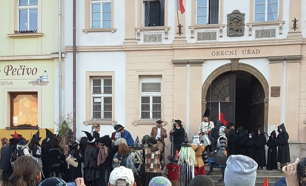 Starkov Čarodejnice town square