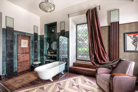 Paris Room bath top Castle.ge.jpg